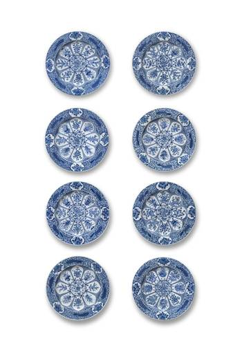 Set of eight dishes